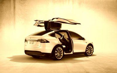 Tesla verklagt ehemaligen Mitarbeiter